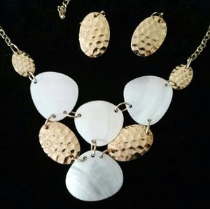 Jewelry - Gold and mother of pearl set
